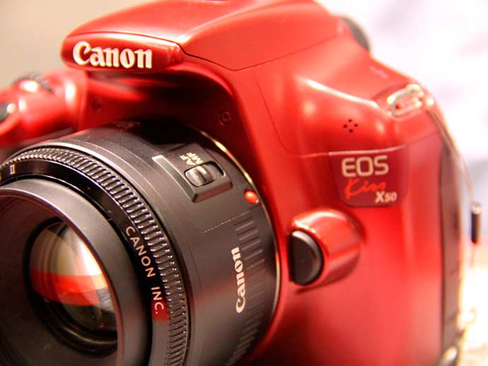kiss X50 in red (1100D)