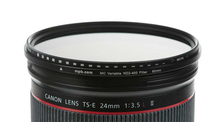 82mm filter mounted on lens