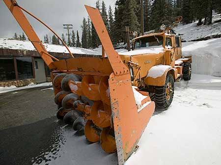 snow clearing device