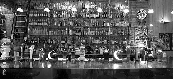 bar - black and white
