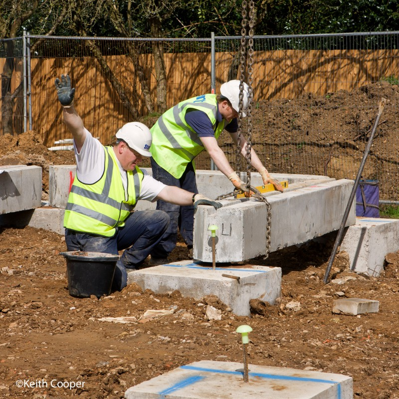 Lowering concrete lintel into position